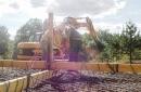 Préparation du ferraillage du radier pour l'installer au fond des fondations. (Création d'un palonnier pour manutention du féraillage du radier.)