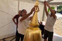 Gérard Guinot apporte le dernier lustre au stoupa