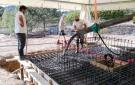 Aplicación del cemento en la losa alta