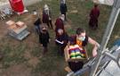 Transporte de los rollos de mantras en la estupa