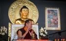Comienza la enseñanza sobre el simbolismo y los beneficios de una estupa.