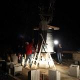 Construction de la charpente provisoire en attendant la charpente définitive du pavillon