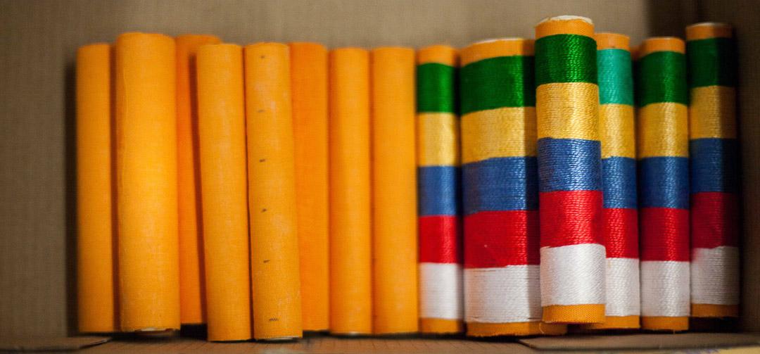 rouleaux habillés d'un tissu jaune