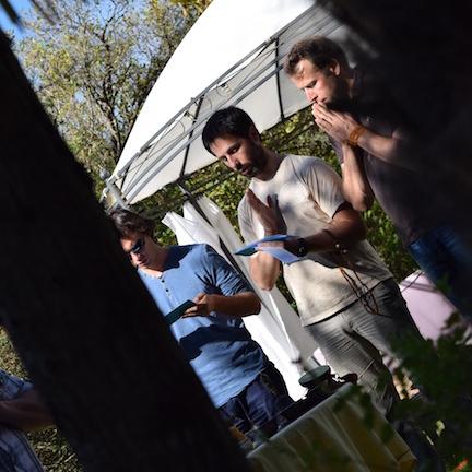 Cérémonie avant de couper l'arbre, dans le jardin de la «maison des lamas»