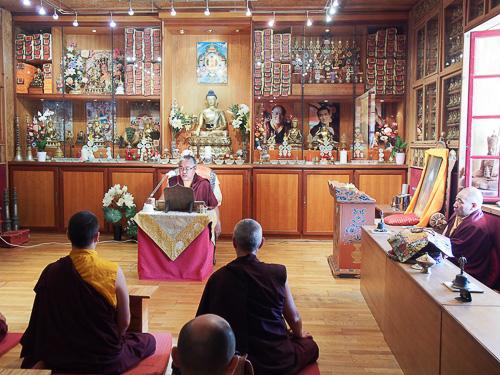 Transmission de la lecture rituelle de la pratique aux participants de Dhagpo et de Kundreul Ling