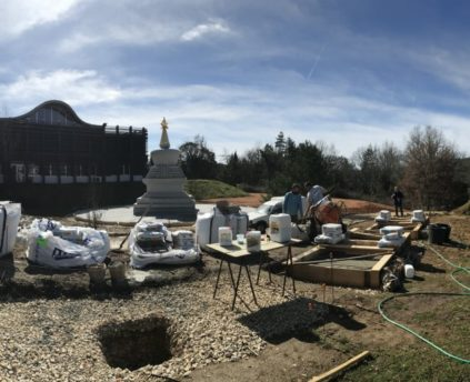 Les fondations des huit stoupas